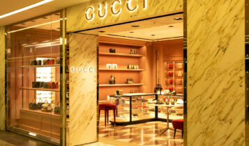 Οι πωλήσεις της Gucci εκτοξεύονται όσο μειώνονται τα μέτρα κατά της COVID-19