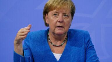 Η Γερμανία θα πρέπει να συνεργαστεί με χώρες που συνορεύουν με το Αφγανιστάν, δήλωσε η Άνγκελα Μέρκελ ©EPA/CLEMENS BILAN / POOL