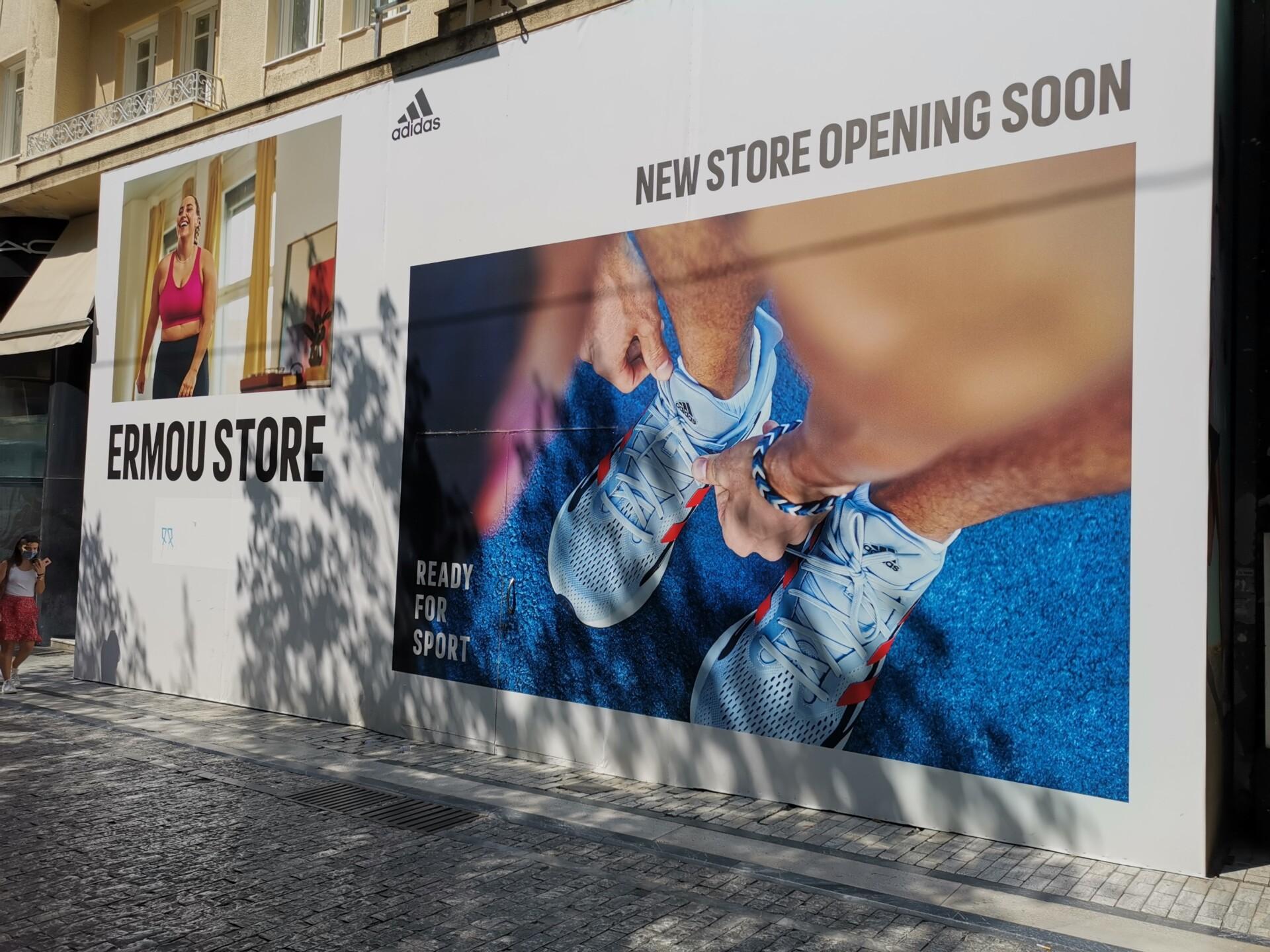 Πυρετώδεις πρετοιμασίες για το νέο κατάστημα της Adidas στην Ερμού © PowerGame