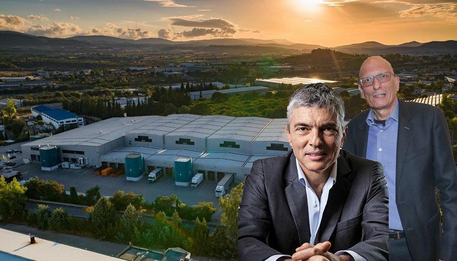 H μονάδα του Ομίλου Σαράντη στα Οινόφυτα, τα αδέλφια Κυριάκος και Γρηγόρης Σαράντης © Sarantis Group / PowerGame.gr